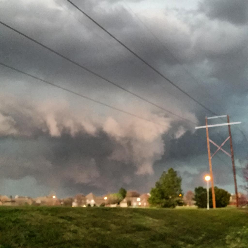 #Tulsa #oklahoma #tornado #weather http://t.co/vD6Jv1Pxax