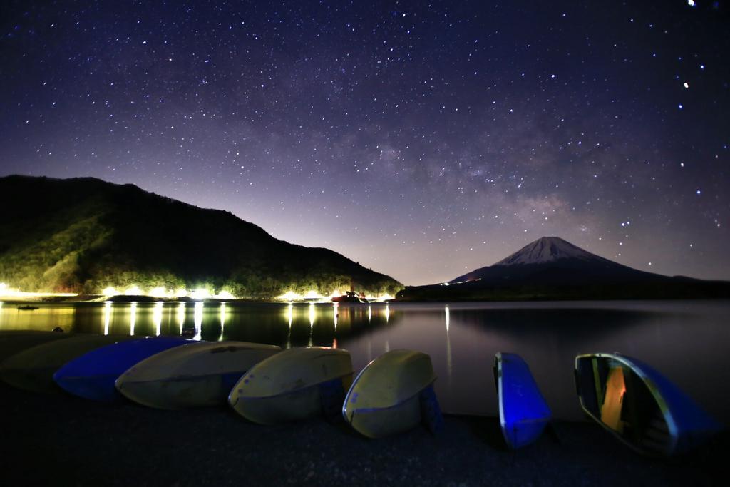 おはようございます(^^)今日の朝活から、春の天の川を♪☆僕は去年、天の川を撮りたいが為にフルサイズを購入したのを思い出しました…。 #写真好きな人と繋がりたい #富士山 #天の川 pic.twitter.com/49WvPokPpY