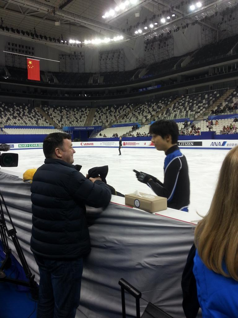 The Olympic+World Champ #YuzuruHanyu on ice Injury filled season with Coach Orser #WCShanghai @cbcsports #cbcskate http://t.co/G37nlDNOna
