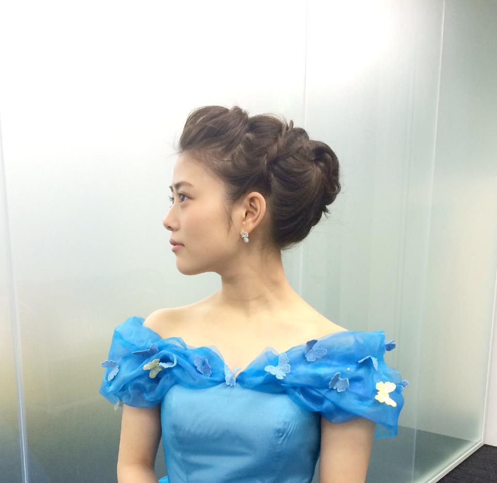 アップヘアでドレス姿の高畑充希さんの高画質な画像