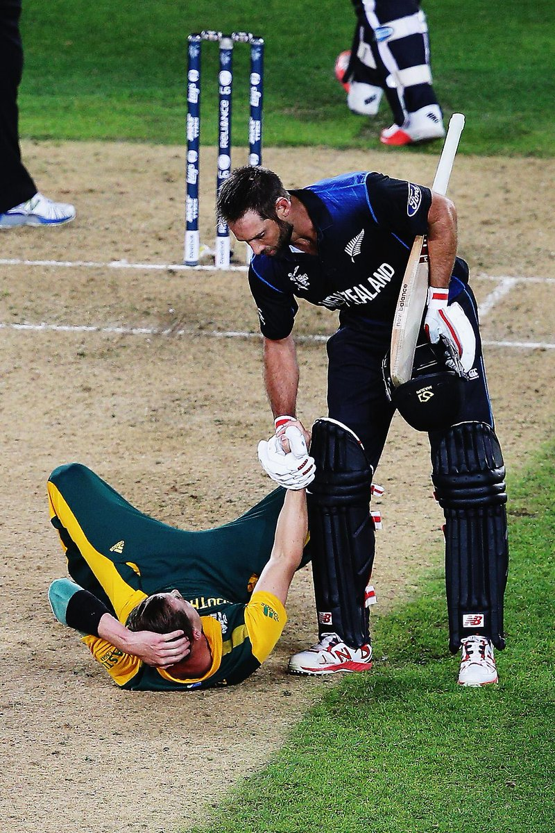 Magnificent display of sportsmanship RT @CricketAus: #Respect http://t.co/wd7FTBqJsB http://t.co/ikZ9wAJPg1
