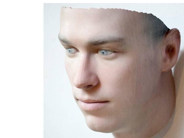3Dプリントで髪の毛1本から人の顔を再現、DNAから創られるバイオアートに注目