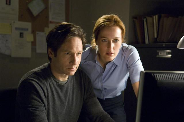 The #XFiles Officially Returning for 6-Episode Run with David Duchovny and Gillian Anderson http://t.co/ZO26k82YL0 http://t.co/UO9TUp4dI4