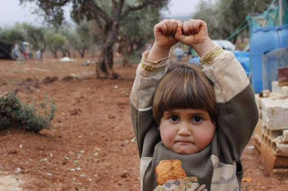 """Terrible. Syrian child thought the photojournalist was holding a weapon, so she """"surrendered."""" h/t @NadiaAbuShaban http://t.co/1cQiJSIJHR"""