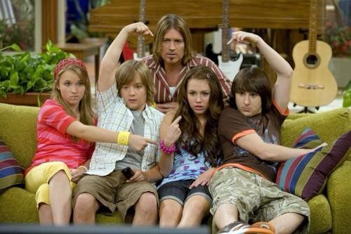"""@ismycyrxs: thanks for everything❤️ #9YearsOfHannahMontana http://t.co/AsjEUufoPR"" welcome! One show starts and another ends. Crazy..."