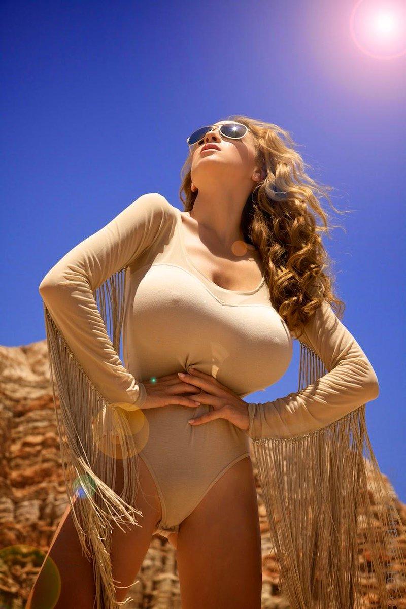 Девушка с большой грудью и пухлыми сосками, видео секс трах и порно