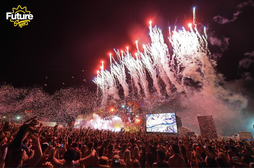 RT @ShowFXAustralia: ShowFX at @FutureOfficial with our outrageous special effects @djafrojack  @MartinGarrix http://t.co/yB0g490KlK