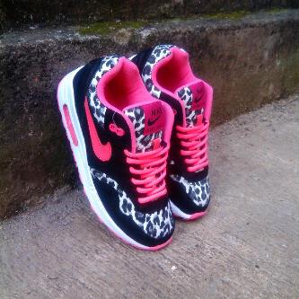 nike air max leopard and pink