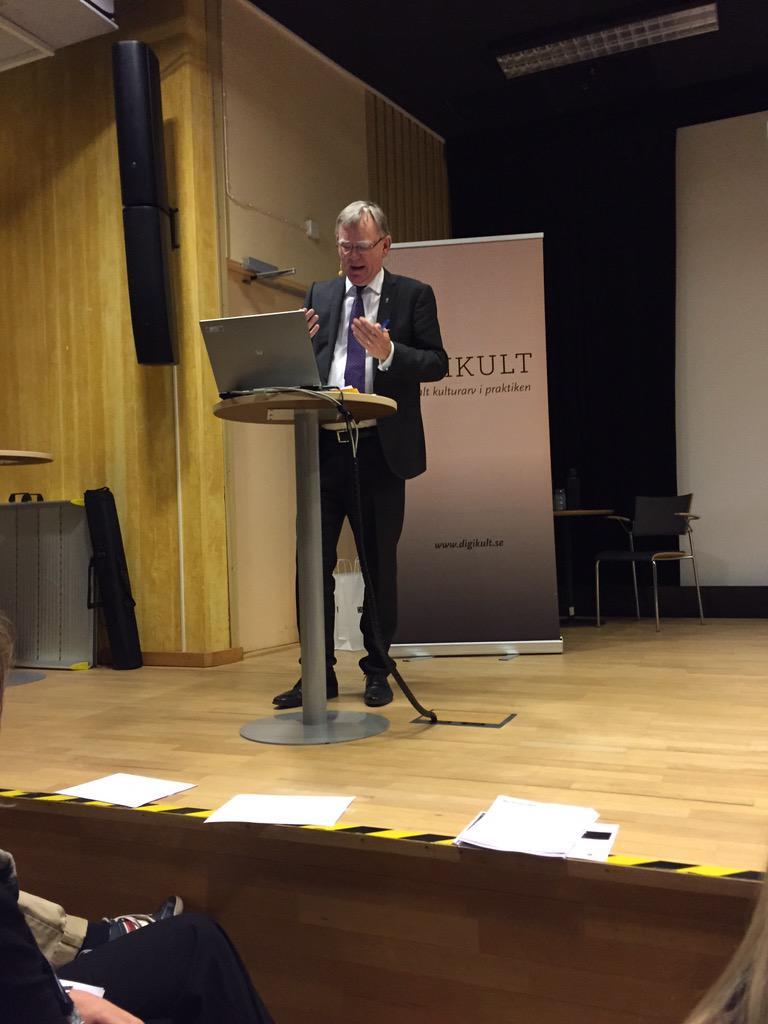 Landshövding Bäckström hälsar välkommen. Inspirerande och vittert som alltid! #digikult http://t.co/j44Y0cfW1C