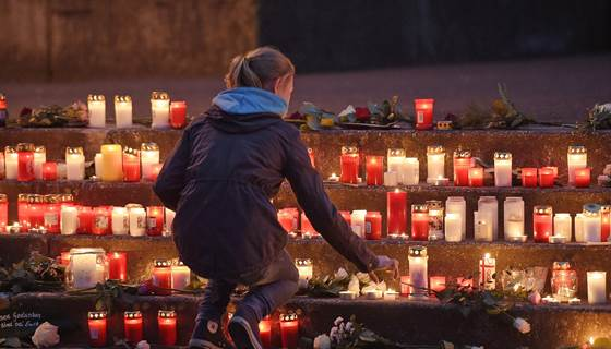 NBCNews: 'Hurst so much': Town mourns teens on #Germanwings Flight #4U9525  http://t.co/iYHGjeBWxD http://t.co/9rxYgz6Vme