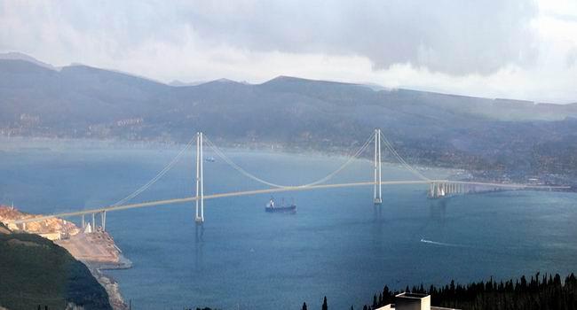 Köprüden gecelim diye bir Japon mühendis kendisine kıydı. Başsağlığı yok, varsa yoksa, gecikecek mi, kaça patlayacak? http://t.co/H3iHdfgt19