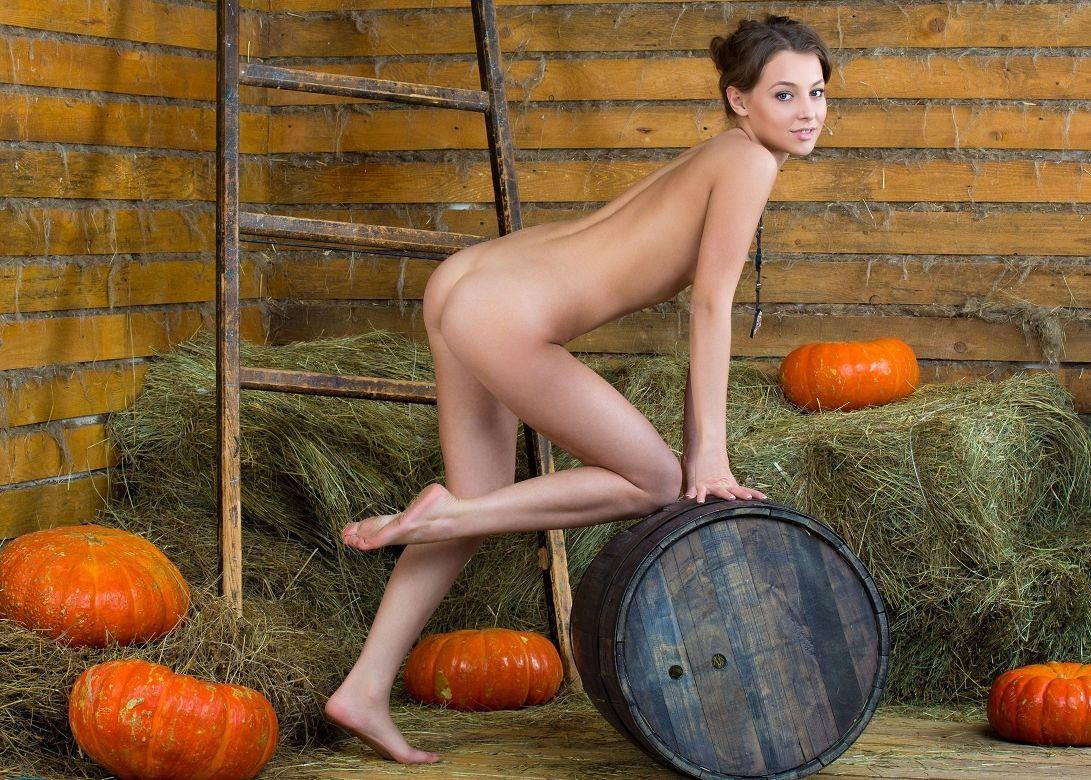 Amusing Pumpkin shaved pussy