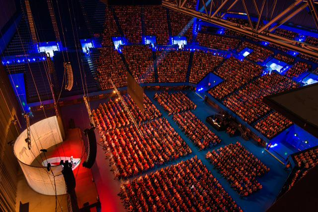 Amazing - Billy recently faced cancer, Parkinson's, yet this week brilliantly slays 7000 strong audiences! http://t.co/D8A31gM3xL
