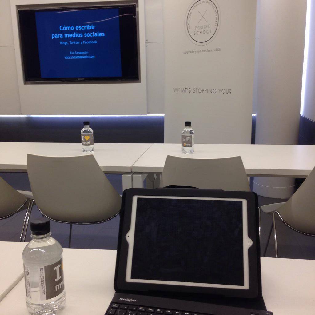 Tiempo muy bien invertido en una #formación sobre contenidos para #mediossociales con @evasanagustin @FoxizeSchool http://t.co/4RDU7ZpvLL