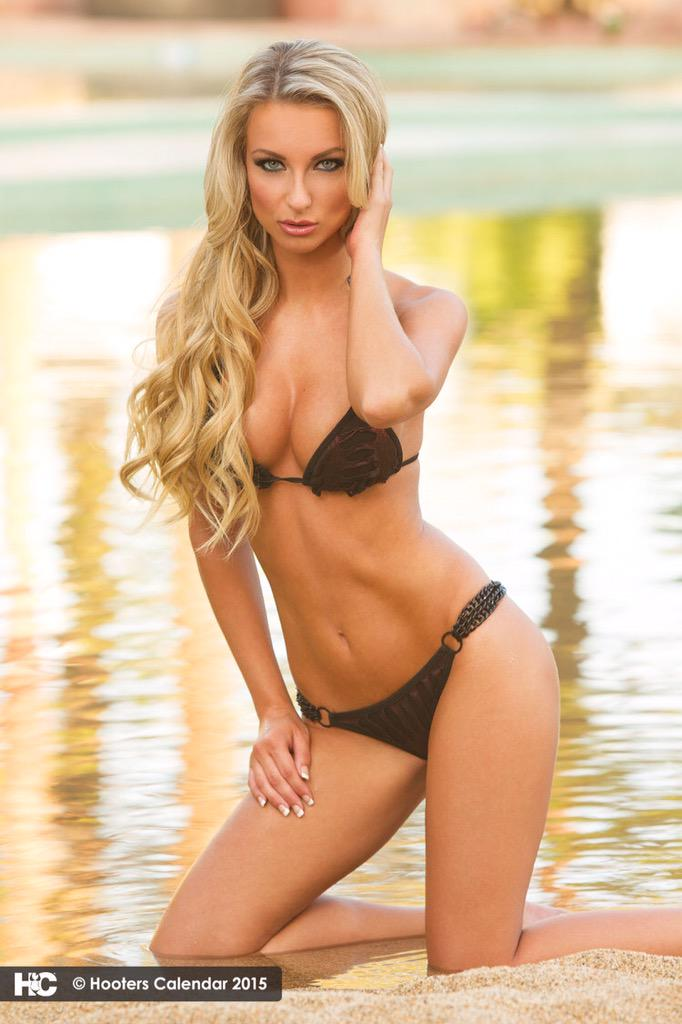 Aneta Kowal  - to Internati twitter @AnetaKowal flashback,hooters,fbf,flashbackfriday,hooterscalendar