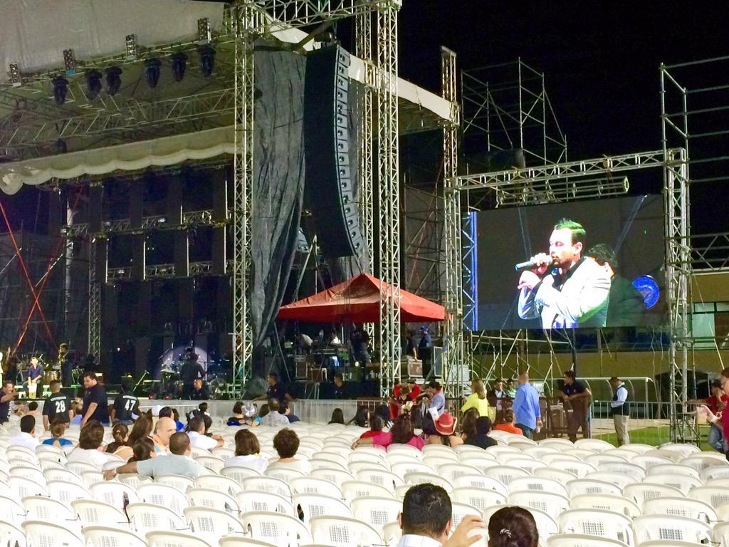Nieves Martinez en el escenario... http://t.co/l75VgiqvG8