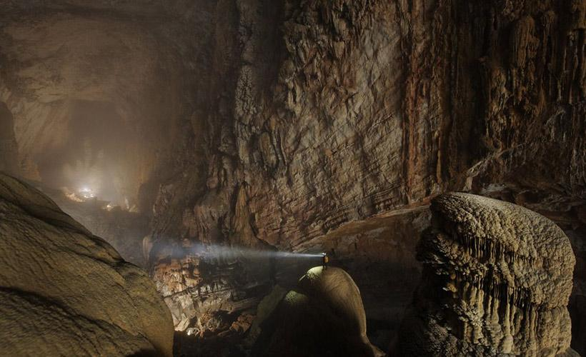 Take a drone flight inside the world's largest cave. http://t.co/DpqHE1AGI6 http://t.co/CxGvSfKP0Z