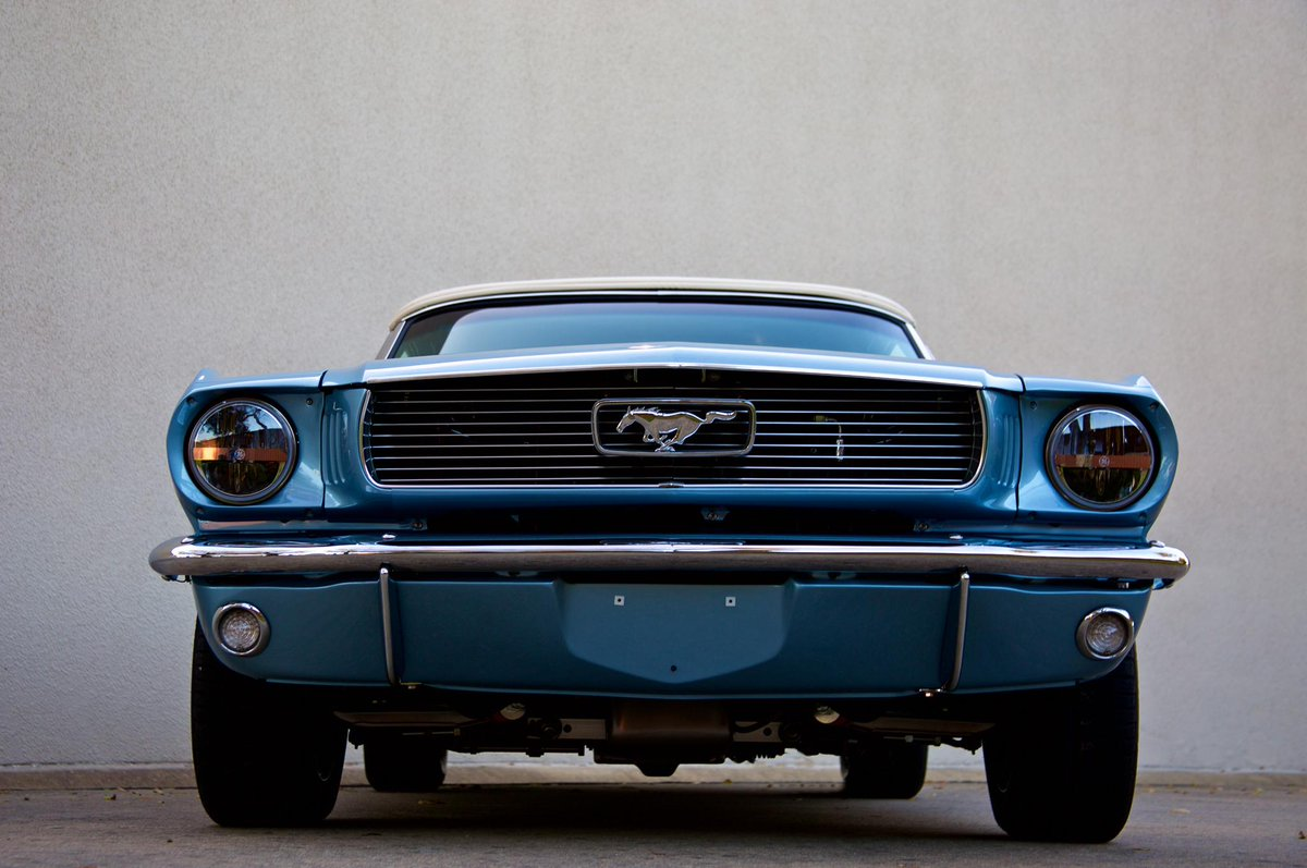 Want a subtly modern replica of a classic #Ford #Mustang? Revology has made it possible: http://t.co/vEgpWUAx30 http://t.co/016o56soBz
