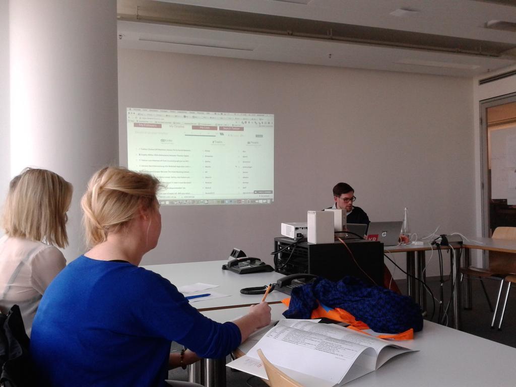 @FrederikFischer über Recherchetools von Twitter und Facebook! Doku läuft... #24hZukunft http://t.co/ZOx10SoYxc