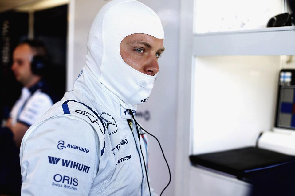 Spécial Sebastian Vettel (Formule un) - Page 12 CADJu3LUYAAg8l9