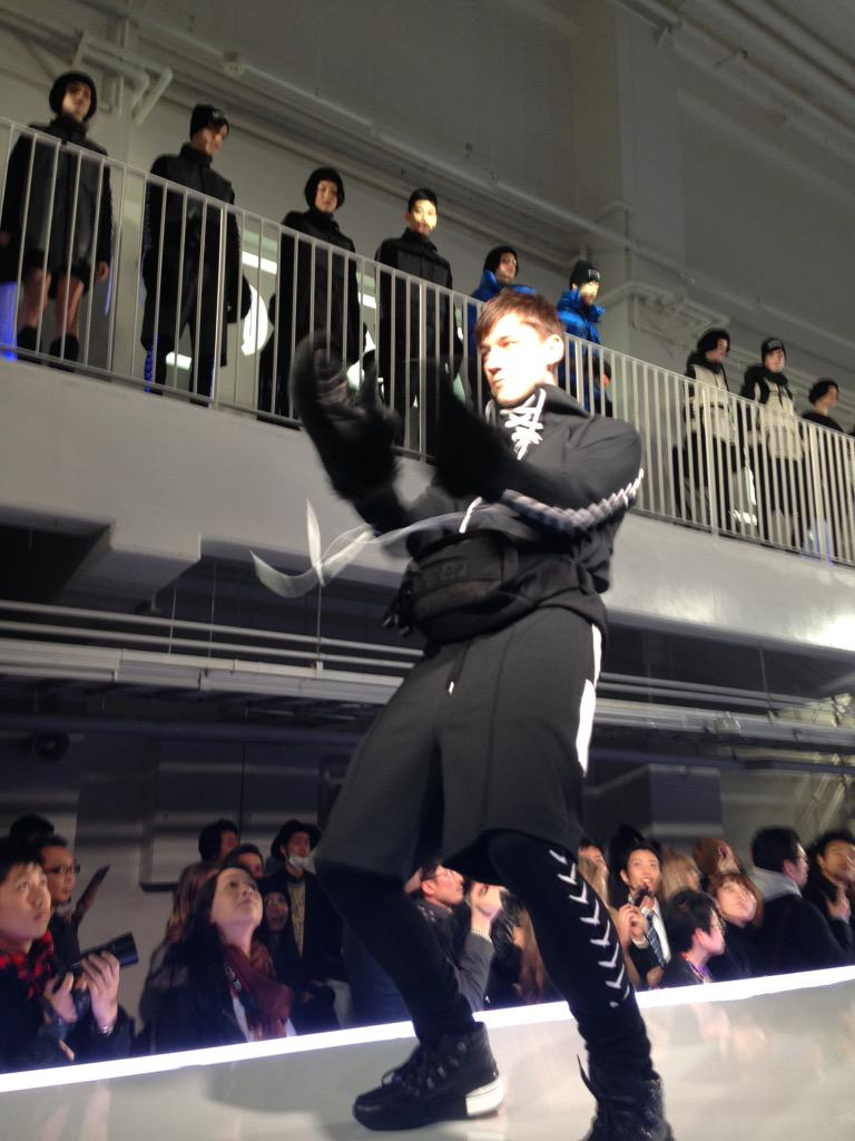And we are off! A real show of strength from Onitsuka Tiger x AP. And with a Kpop party to follow at that - nice one. http://t.co/MdMyhTgoYw