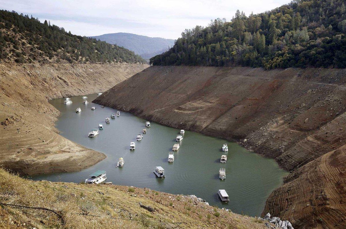 Il resterait une année d'eau à la Californie selon l'article du Los Angeles Times http://t.co/bjzR1zQdye http://t.co/8wxiI4Spqk