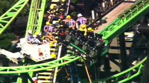 Nine news queensland on twitter update fire crews are still nine news queensland on twitter update fire crews are still working to free people stranded on the green lantern ride at movieworldaus gumiabroncs Choice Image