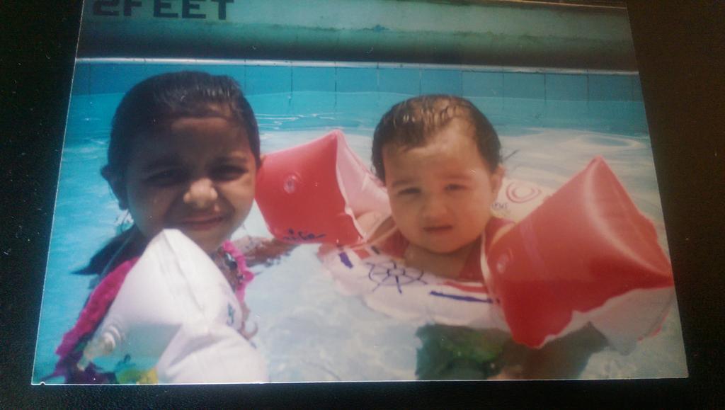Memoryland: Shaheen giving Alia swimming lessons.