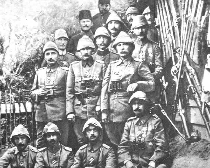 Gunlerdir onu anmadan Çanakkale Zaferini anlatanlar için şuraya bırakıverdim resmini. Kardeşin duymaz eloğlu duyar. http://t.co/gHXCz4IQ43