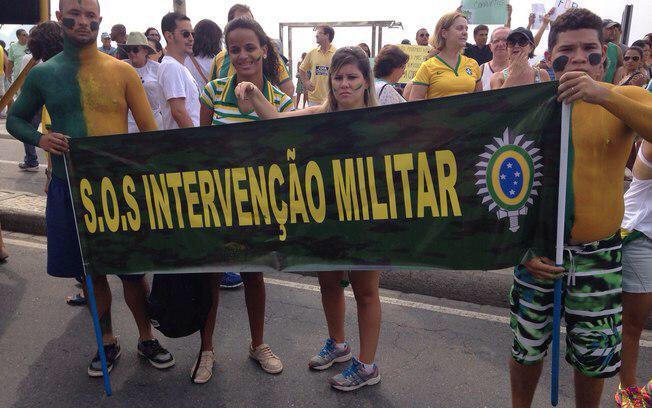 Eles não sabem o que dizem. Se a ditadura voltassem, não teria mais nem direito a protesto. #MenosOdioMaisDemocracia http://t.co/oYfiXSLUZC