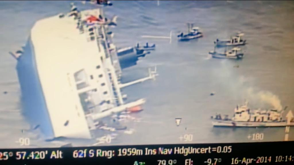 세월호 침몰작전 마무리를 하는 해경선 http://t.co/KXuSZpgavq 같은 시간에 세월호 선내에 영상을 남긴 단원고 고 김동협군에게 이 영상을 바칩니다.  http://t.co/sS8PBc1mNc http://t.co/jSmoH2Larc