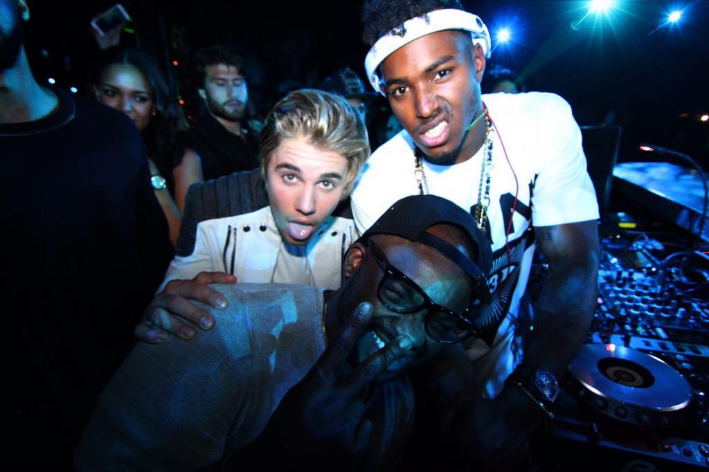 Great 1st night @OmniaLasVegas! Happy bday @justinbieber. Good rockin witchu @DJTayJames #HeartOfOMNIA #JustinBieber http://t.co/VY1TPOFYHL