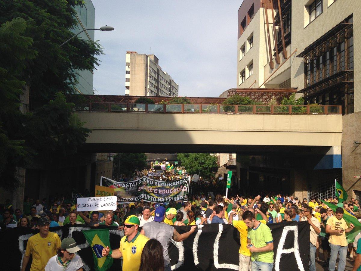 Manifestação em Porto Alegre reuniu mais de 100 mil, segundo a BM. Leia mais em: http://t.co/InteFOZm0X http://t.co/EMzt9lsO3Y