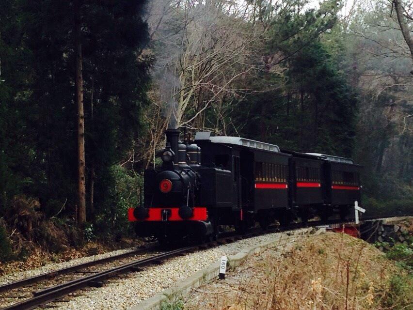 手下より昨日復活した蒸気機関車9号の写真が送られてきた!この、12号に勝るとも劣らぬ勇猛さたるや! http://t.co/rN3E1fm3LO
