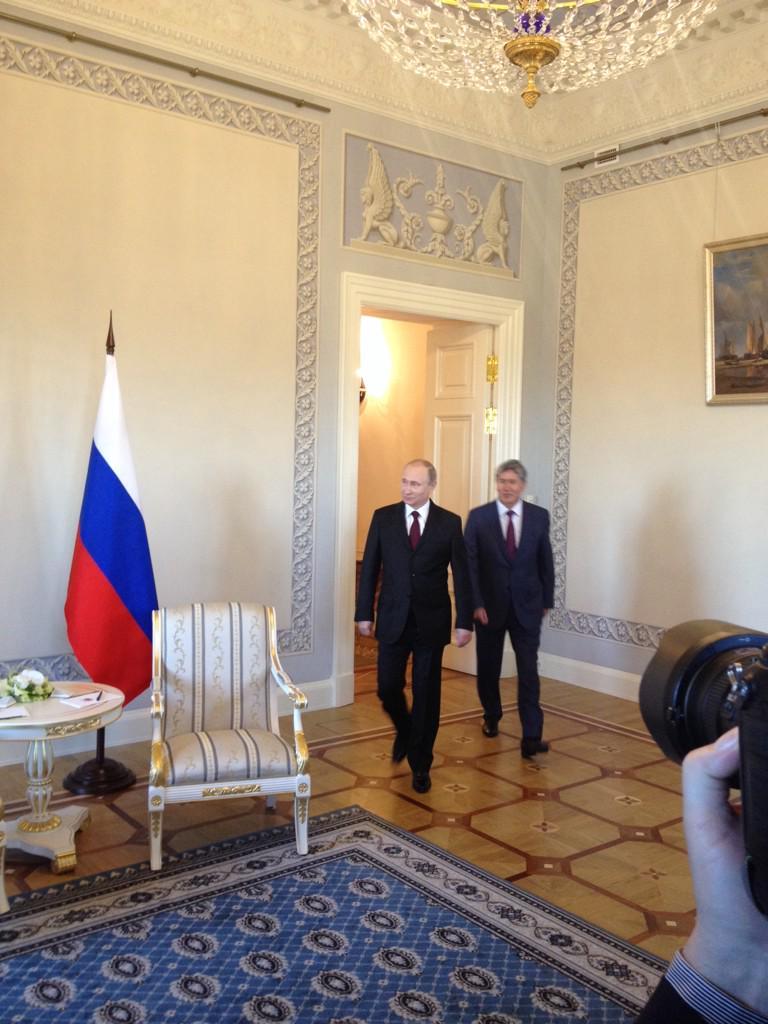 Путін живий і проводить зустріч з президентом Киргизстану (фото)