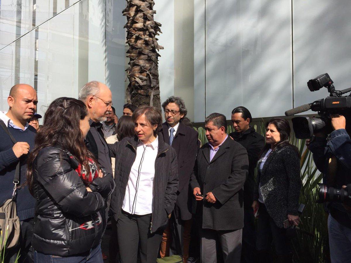 Aquí mochila al hombro y con sweater feo cuando fui a apoyar a Carmencita @AristeguiOnline  http://t.co/T9DPmch0Xe #EndefensadeAristegui2 xD
