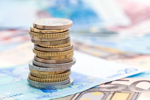 Forex: euro in lieve rialzo, occhi sulla Fed