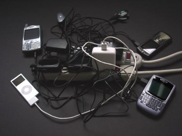 VIDEO TUTORIAL Come caricare il cellulare con l'elettricita' del corpo
