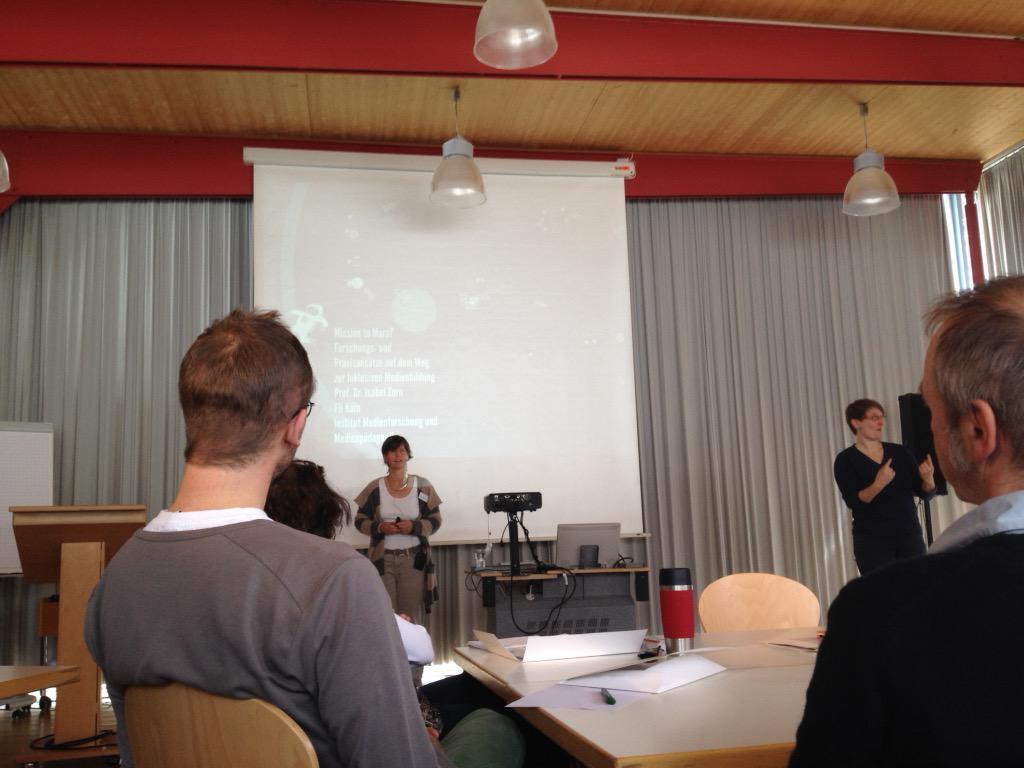 #missiontomars von Prof. Dr. Isabel Zorn startet die Medienrakete #git15 mit Gebärdensprache http://t.co/uL4X4dgJhX