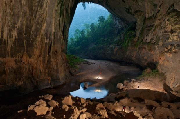 The Largest Cave on Earth Looks Otherworldly - http://t.co/yZVgEtM8Ov http://t.co/UofwCB5TQU
