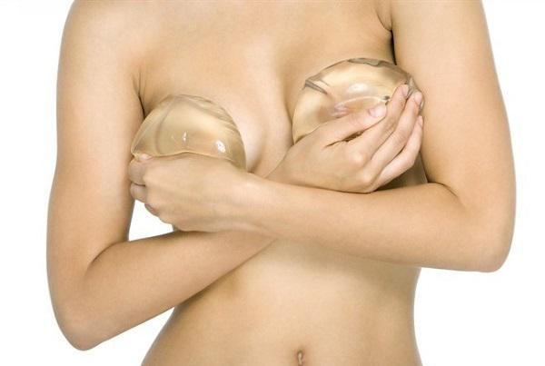 Francia, un nuovo tumore causato dalle protesi mammarie