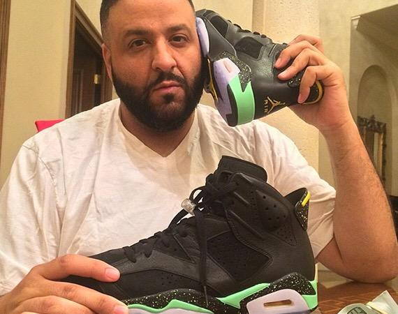 Can I just say that DJ Khaled is very confused about what is a telephone http://t.co/fxQn5IFSbX
