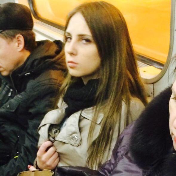 Русская девочка показывает свою киску фото 306-349
