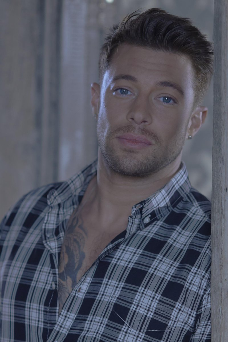 Today's news: @MrDuncanJames is jumping aboard the @priscillabus as Tick. Bag your seats today http://t.co/9zcKcNYmNp http://t.co/BJCqtBVqBN