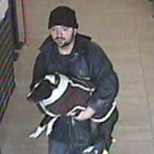 A homeless man's dog has been stolen in Stevenage, & police want to speak to this man.  http://t.co/AIvhjcS1kF RT/cc http://t.co/ka74EYIr0F