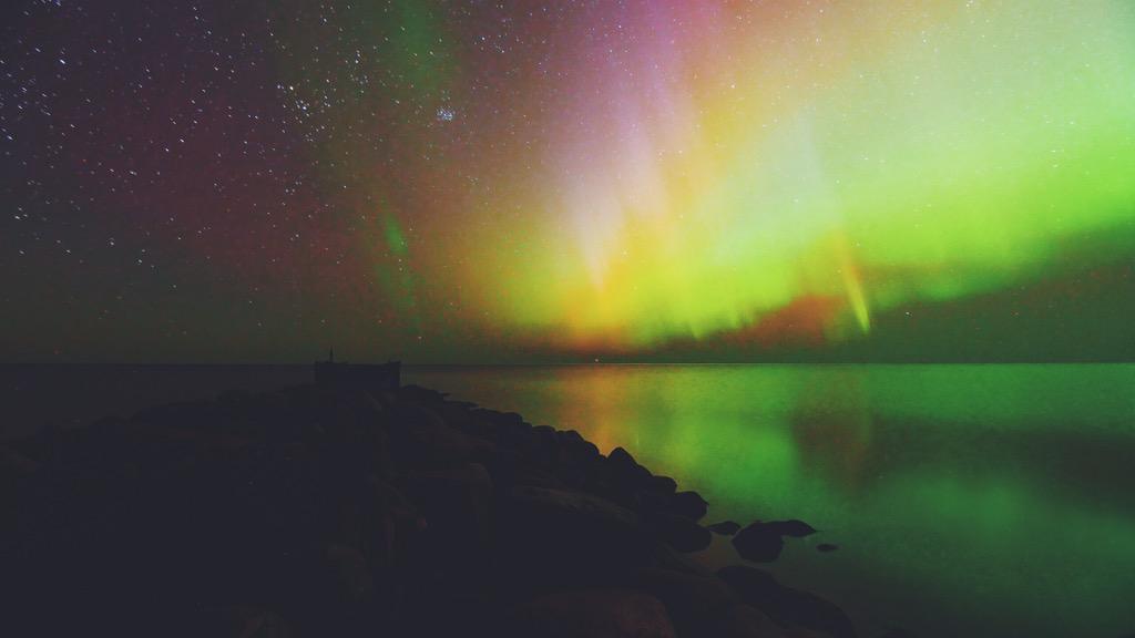 Ballīte pie Tūjas mola. Animāciju rāda ar neapbruņotu aci. #AuroraBorealis #aurora #NorthernLights #Latvia http://t.co/zcKlo2eVcX
