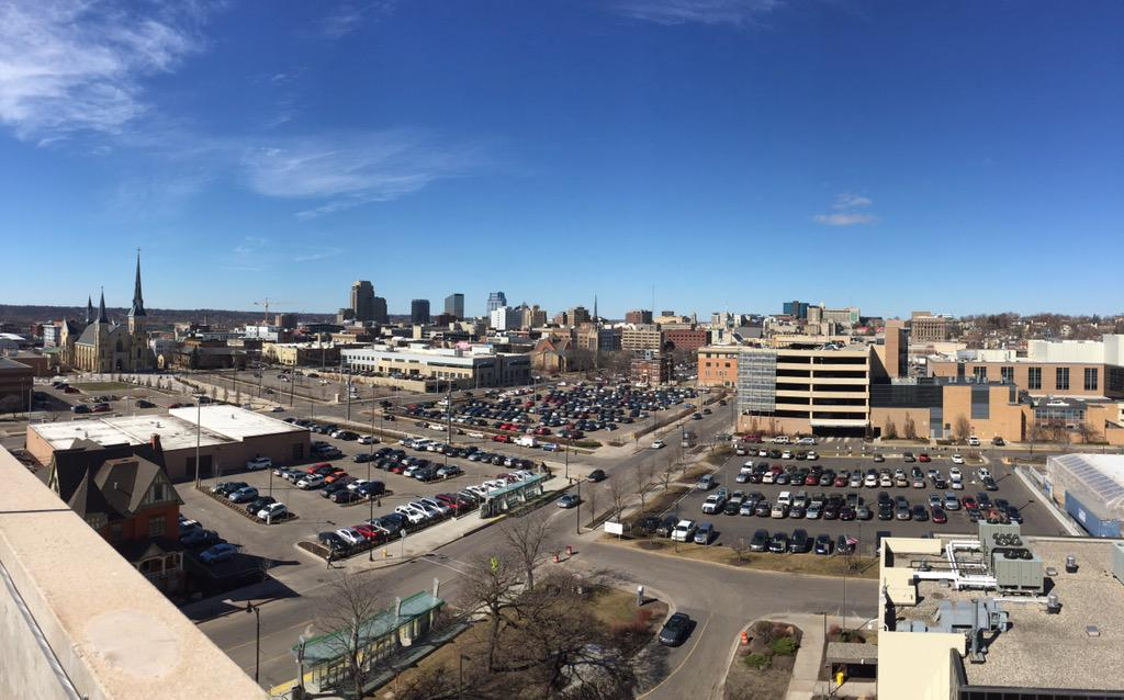 Beautiful downtown #GrandRapids from the top of @MFBrehab hospital. #experienceGR #grmi http://t.co/6lFrdX2Co1