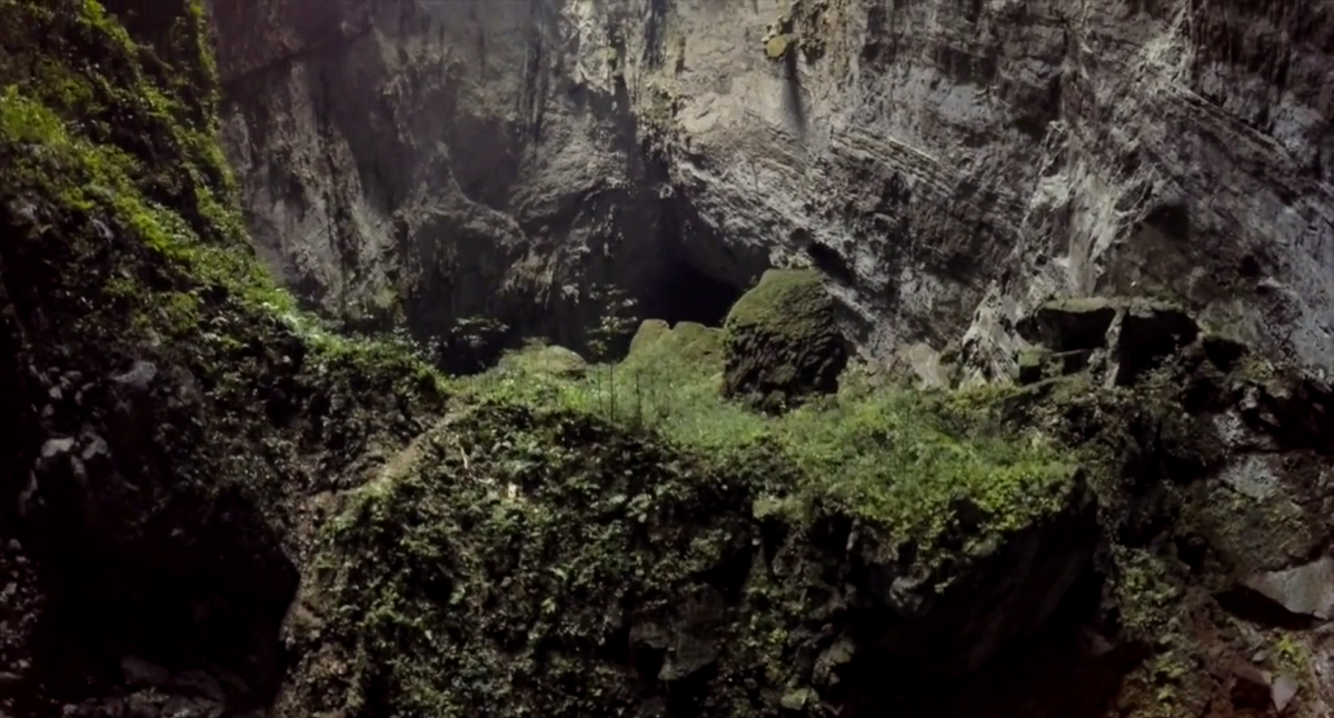 A journey through the largest cave in the world http://t.co/Q04HYiRgwD http://t.co/0M24PlNxoo