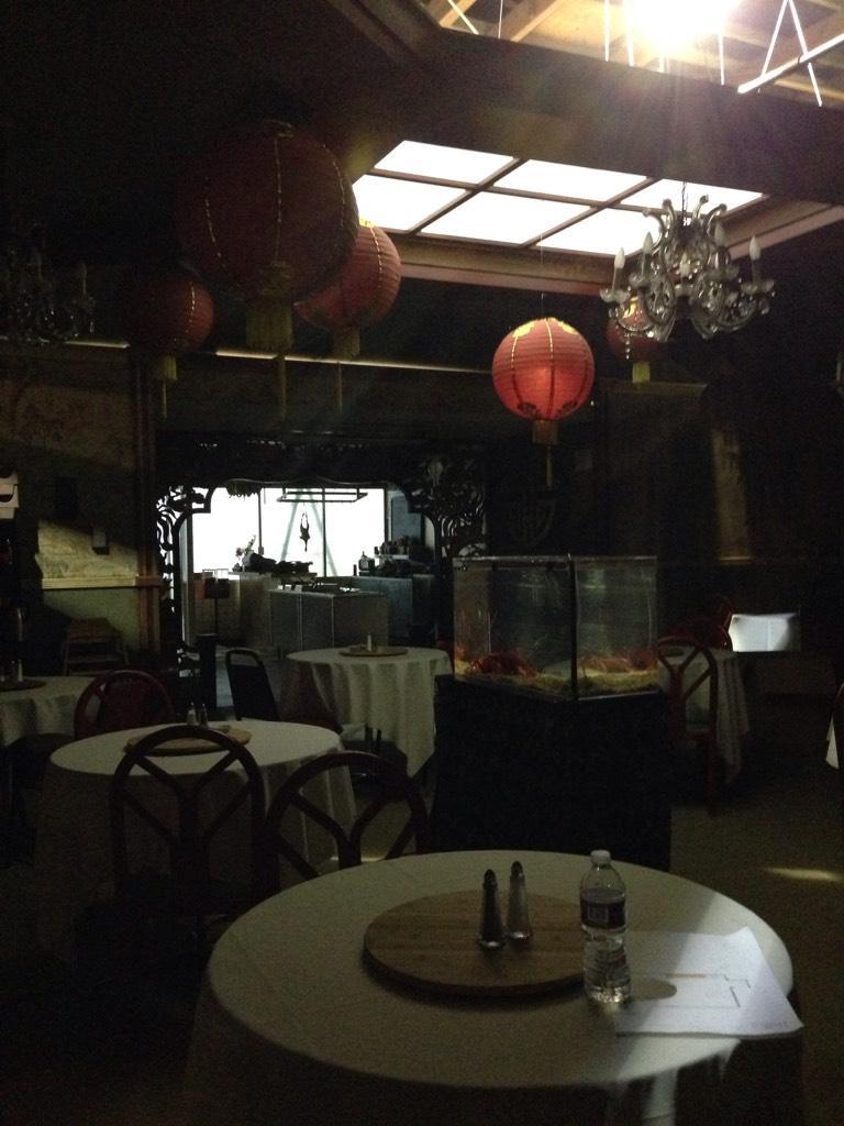 """7x17 """"HONG KONG HUSTLE"""" post-ep pics & tweets CAUWiEAVIAA1Ehi"""