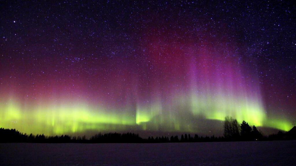 Finland right now ! #AuroraBorealis http://t.co/wGNfseyBb1
